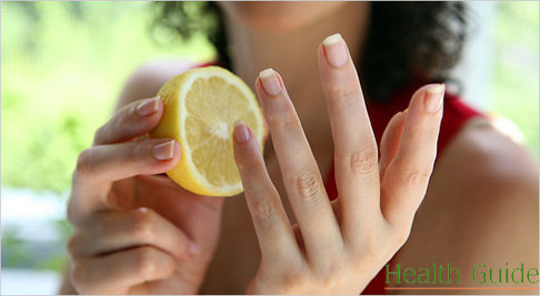 Treat your nails with lemon