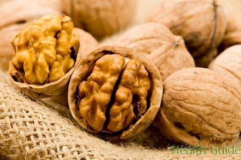 Trying to reduce cholesterol levels? Eat walnuts!
