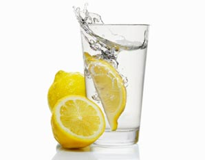 5 reasons to drink water with lemon