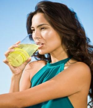 Detoxify your body with lemon diet