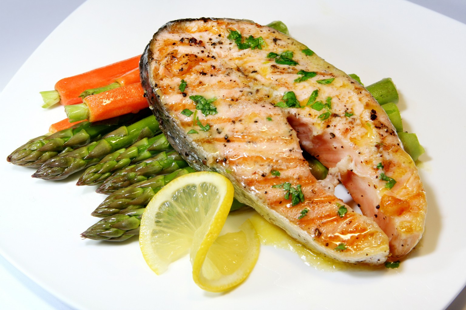 Fish benefits for women's beauty and health