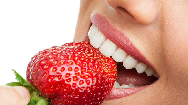 What products to eat to keep your teeth healthy?
