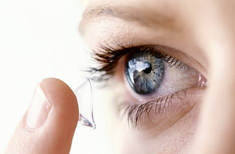 4 irreversible mistakes that can damage your eyes if you wear contact lenses